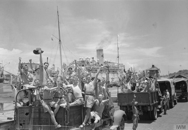 Liberated PoWs at the Dock
